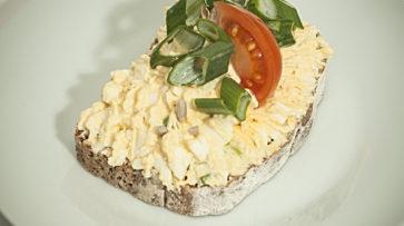 Žitný chléb s vajíčkovou pomazánkou